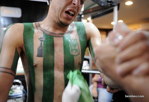 Soccer Fan Tattoos Team Jersey on His Torso (13 Photos)